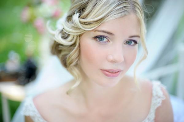 12-vintage-bride-makeup-600x399